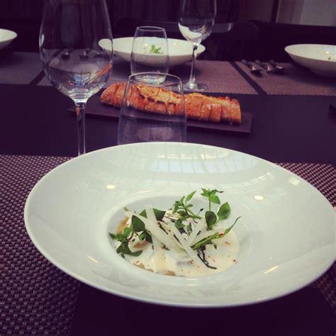 cyril lignac cuisine attitude ravioles à la bolognaise émulsion au parmesan le