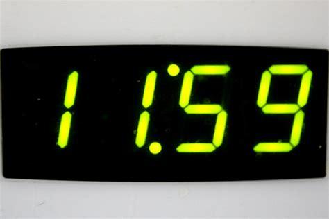 Digital Clock Reading 11