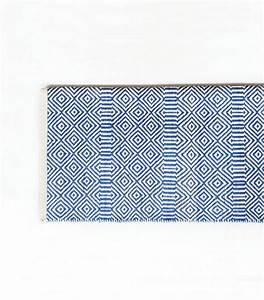 ophreycom tapis salon bleu et blanc prelevement d With tapis bébé avec canapé 180 cm ikea