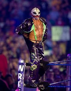Rey Mysterio, Jr. Biography - WWE Pro Wrestler Profiles