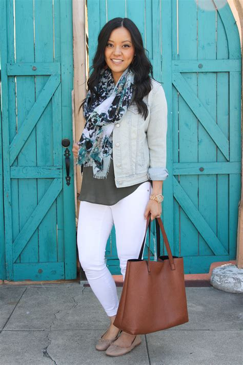 16 Outfits With White Jeans + My Favorite Pairs of White Jeans