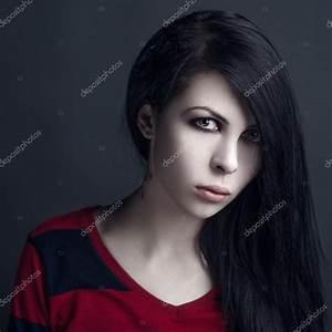 Schöne Halloween Bilder : sch ne hexe und halloween thema portr t von einem vampir m dchen mit schwarzen haaren ~ Eleganceandgraceweddings.com Haus und Dekorationen