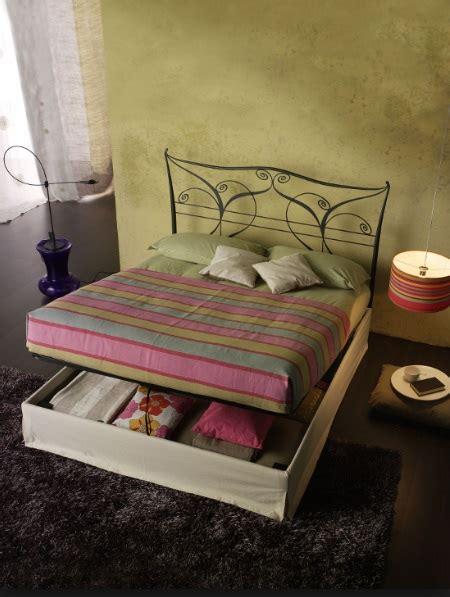 letto in ferro battuto con contenitore letto in ferro battuto matrimoniale con contenitore