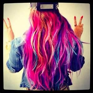 Demi Lovato s multi coloured rainbow hair only days