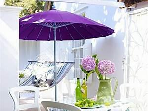 Sonnenschirm Kleiner Balkon : wundersch ner balkon deko ideen zur inspiration ~ Michelbontemps.com Haus und Dekorationen
