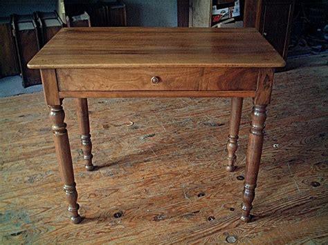 table bureau ancien table bureau en noyer pieds tournés qualité de