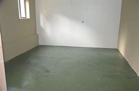 How to coat a concrete floor w/ BRODA Clarity low VOC