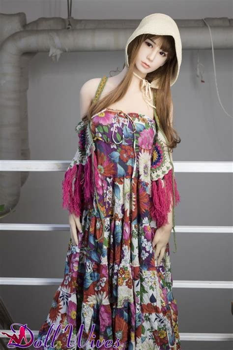 Harlee Elegant Asian Sex Doll Wants To Do It In The Garden Doll Wives