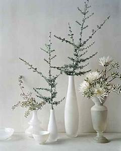 10 Ideas To Use White or Transparent Vases and Greenery