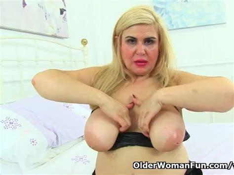 Spanish Milf Musa Libertina Stuffs Her Mature Pussy With