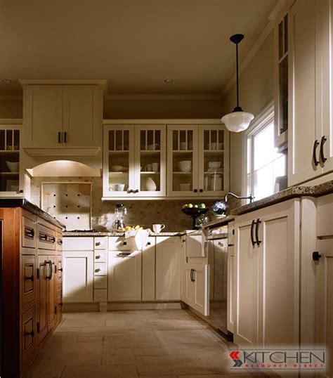 dress   white shaker kitchen cabinets