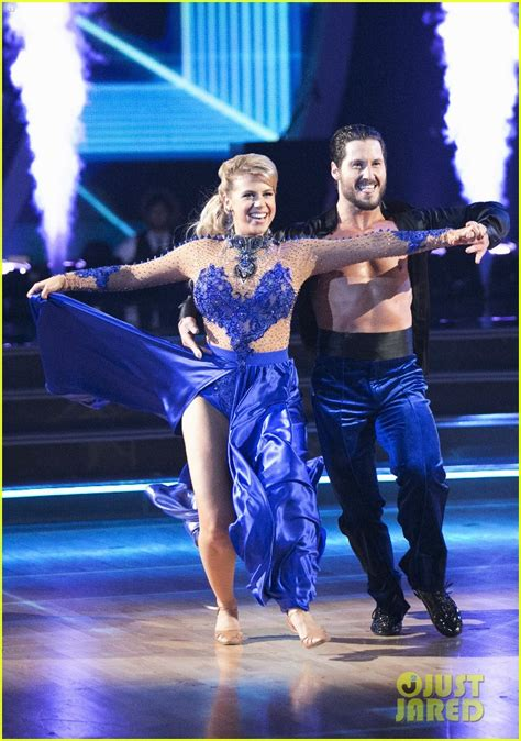 'DWTS' Contestant Jodie Sweetin Hospitalized for Injured