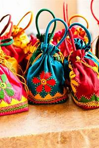 10 Unique Indian Wedding Gifting Ideas That Your Guests ...