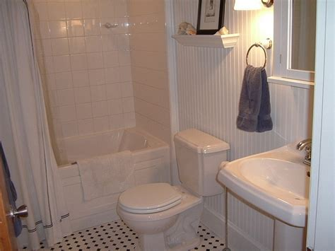 What Is The Difference Between Beadboard And Wainscoting : Wainscoting And Beadboard In Bathrooms