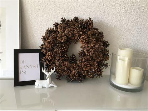 kranz aus tannenzapfen ein kranz aus tannenzapfen ganz einfach und schnell selber gemacht dekorationsideen f 252 r die