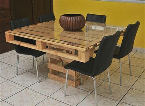table de cuisine en palette fabriquer des meubles en palettes 12 un meuble en palette beaucoup des possibilit233es kirafes