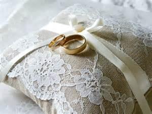 coussin alliance mariage coussin alliances mariage en et dentelle mariage bohème