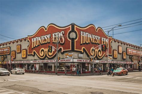 The Honest Ed's sign will not be saved