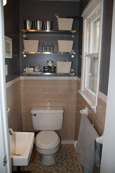 peach tile bathroom  grey walls  fun shiny shelves