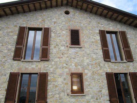 persiane in alluminio effetto legno realizzazione in villa di persiane in alluminio effetto