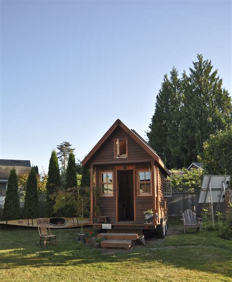 file tiny house in yard portland jpg wikimedia commons