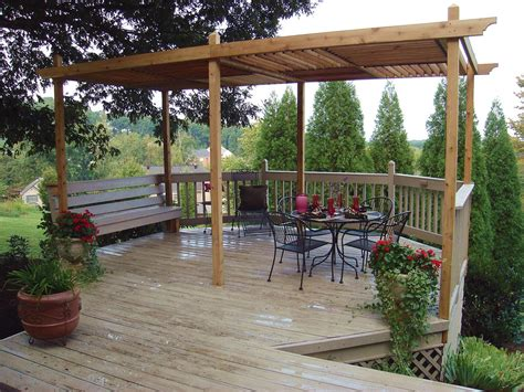 Pergola Mit Dach by How To Build A Backyard Pergola Hgtv