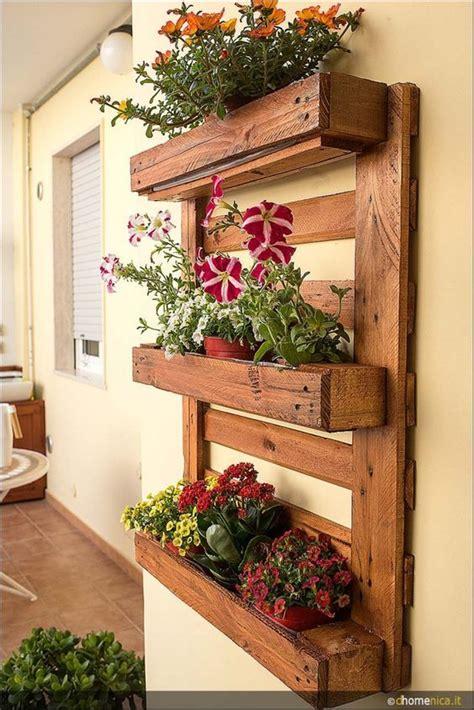 fiori di legno fai da te fioriere da parete fai da te con bancali 20 esempi per