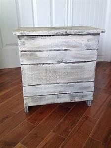 Meuble Shabby Chic : table de chevet meuble shabby chic ~ Teatrodelosmanantiales.com Idées de Décoration