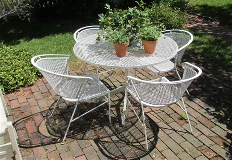 Vintage Metal Patio  Ee  Furniture Ee   With White Color With Round