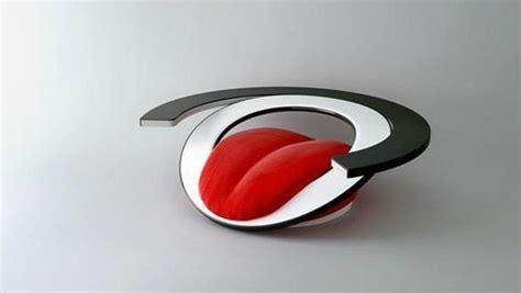 siege en forme de fauteuil design en forme de langue caroline munoz