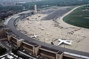 Aeroport De Berlin : tempelhof competition berlin airport building e architect ~ Medecine-chirurgie-esthetiques.com Avis de Voitures