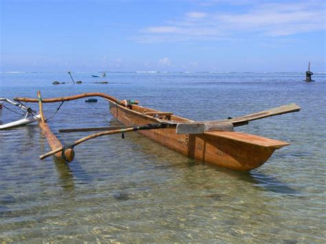 Pirogue polynésienne Vaa Arts et Voyages
