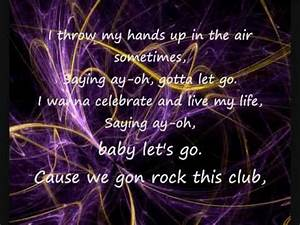 Dynamite Taio Cruz lyrics on screen