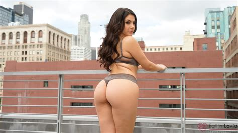 Valentina Nappi Ass Brunette Back Women Outdoors Women Pornstar Lingerie