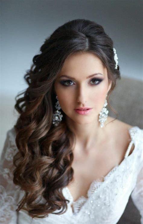 Brautfrisuren seitlich gesteckt lockenflechtfrisur