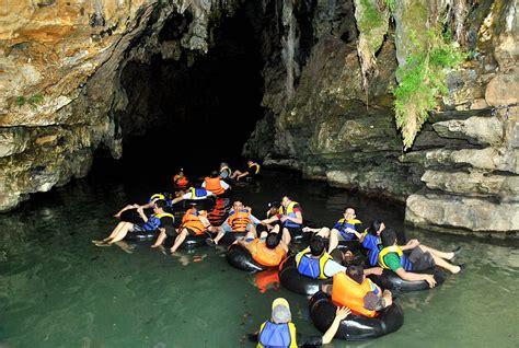 menyusuri sungai bawah tanah  goa pindul event guide magz
