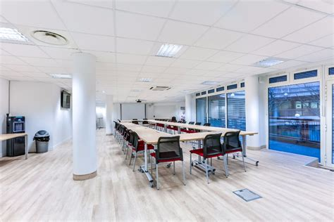 salle de reunion rent large and pretty meeting room in montparnasse