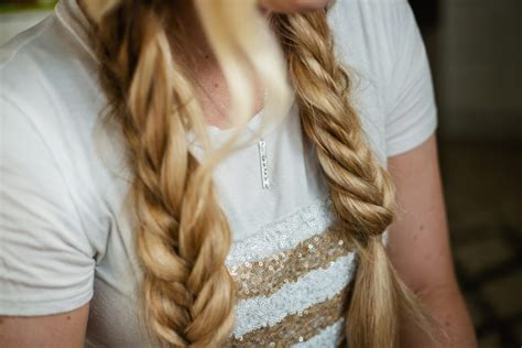 The Fishtail Pigtail Tutorial How To Make Your Hair Blend With Curly Weave Ways Fix Short Wavy Cute Braids Diy Shoulder Length Layered Haircuts Korean Male Hairstyle Twist Updo Braiding Blonde Dip Dye Summer Hairstyles