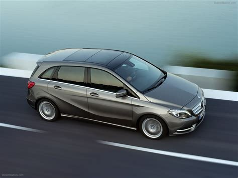 Compact Mercedes by Mercedes Compact Sports Tourer The New B Class 2012