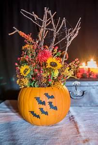 Halloween Deko Außen : diy halloween deko mit blumen und k rbis leelah loves ~ Jslefanu.com Haus und Dekorationen