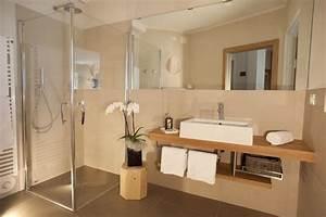 Pflanzen Fürs Bad Ohne Fenster : badezimmer gem tlich einrichten ~ Frokenaadalensverden.com Haus und Dekorationen