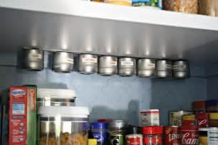 barre magn ique cuisine 1001 idées étagère à épices pimentez la déco de votre