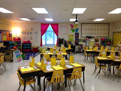 theme template room b 2nd floor 15 best 4th grade classroom images on pinterest bees