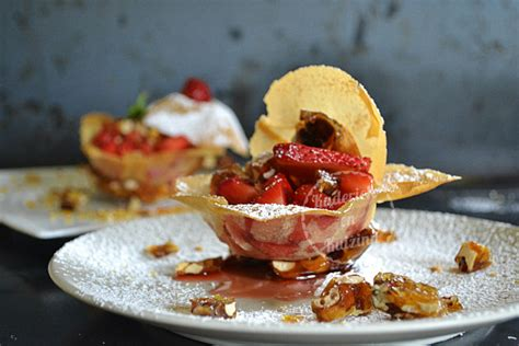 dessert avec feuille de brick tartare de fraises croustillantes en coque de brick