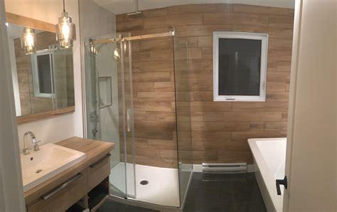 salle bain zen bois et blanc construction d st onge