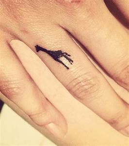 Tatouage Sur Doigt : des tatouages sur les doigts ou les mains pour les filles discr tes ~ Melissatoandfro.com Idées de Décoration