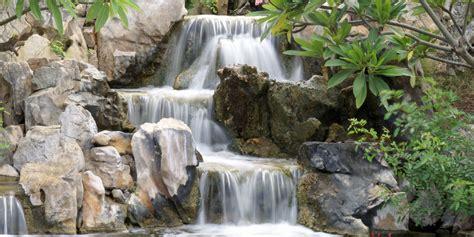 faire une cascade en pierres bassin cascades et ruisseaux cr 233 ent de l enchantement jardins