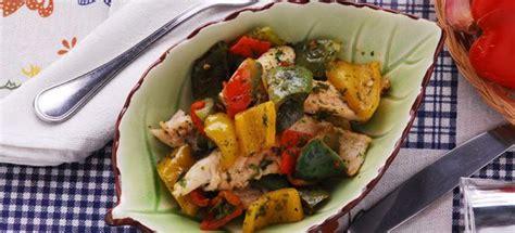 come cucinare i filetti di spigola ricetta spigola ai peperoni cucinarepesce
