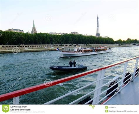mouche cuisine bateau mouche cruise along the river seine