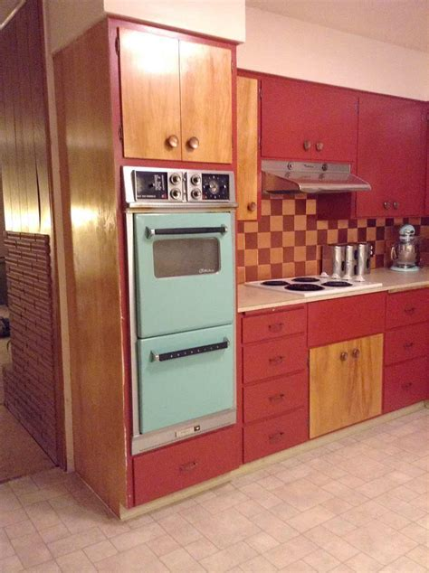 Flooring and countertops for Shannan's 1950s kitchen